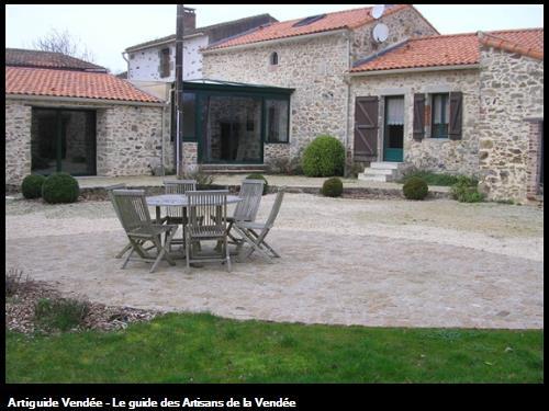 Terrasse en pavés granit éclatés et joints drainants 85190 Beaulieu sous la Roche